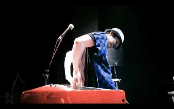 「もっと楽しく!」、「もっと自由に!」  青鼻・ユニークすぎるピアニストが贈る、子ども音楽番組「CLUB  BRICK&GLORY」
