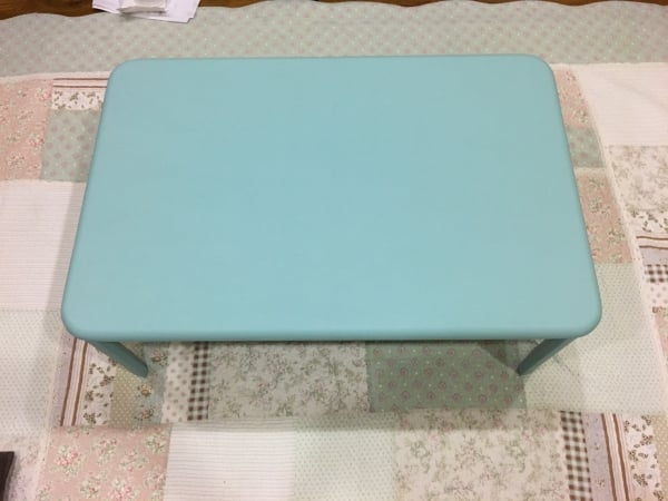 落書きだらけのテーブルをセリアの水性でリメイク