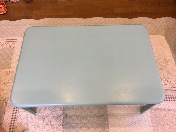 落書きだらけのテーブルをセリアの水性塗料でリメイク