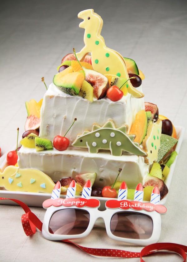 恐竜の2段ケーキ
